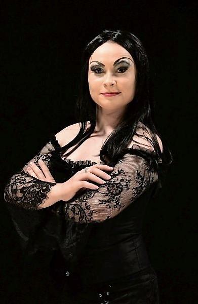 Morticia Addams (Jessica Kiaubs)