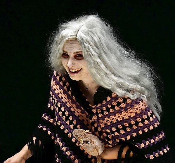 Großmutter (Madeleine Jung)